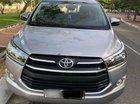 Gia đình bán ô tô Toyota Innova 2.0E sản xuất 2017, màu bạc
