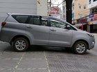 Cần bán Toyota Innova sản xuất 2018, màu bạc