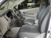 Bán Toyota Innova E 2.0MT năm 2014, màu bạc còn mới