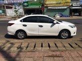 Bán Toyota Vios sản xuất 2015, màu trắng số sàn, giá tốt