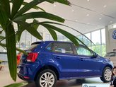 Polo Hatchback màu xanh, khuyến mãi tháng 6/2021 tặng ngay 11 triệu đồng, xe nhập khẩu nhỏ gọn đi đô thị