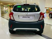 Xe VinFast Fadil 2021 bản cao cấp, màu trắng, giao ngay kèm quà tặng chính hãng1