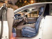 Đánh giá xe Maserati Ghibli S có hàng ghế trước thiết kế ôm lấy người ngồi.