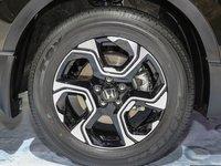Đánh giá xe Honda CR-V 2018 bản 7 chỗ: Mâm 3 chấu kép.
