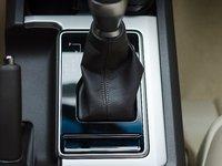 Khu vực cần số xe Toyota Land Cruiser Prado 2018