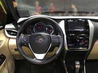 Đánh giá xe Toyota Yaris 2019: Vô-lăng 3 chấu bọc da...
