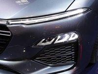 Hệ thống đèn LED phía trước của VinFast LUX A2.0 ...