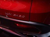 Đánh giá xe VinFast LUX SA2.0: Tên xe đặt phía dưới bên phải...