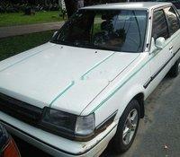 Cần bán xe Toyota Corona năm sản xuất 1985, màu trắng, nhập khẩu nguyên chiếc