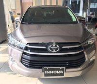 Bán Toyota Innova 2.0E đời 2020, màu xám, giảm giá khủng