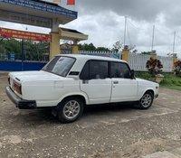 Nhượng lại xe Lada 2107 năm 1990, màu trắng