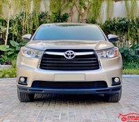 Xe chính chủ bán Toyota Highlander LE 2.7L 2016 màu vàng cát, nội thất kem, nhập khẩu