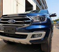 Ford Everest giá khủng chưa từng có, quà nặng ký trao tay