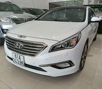 Tôi cần bán gấp xe Hyundai Sonata 2.0 tự động nhập khẩu Hàn Quốc màu trắng, xe đẹp zin nguyên bản