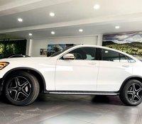 Mercedes-Benz GLC300 Coupe, màu trắng, nhập khẩu