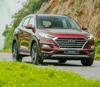 Bán xe giá thấp chiếc Hyundai Tucson 2.0 tiêu chuẩn, sản xuất 2020, giao xe nhanh