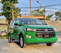 Bán Toyota Innova 2.0E màu xanh Mai Linh đời 2020 giao ngay