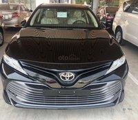 Bán Toyota Camry  2.5Q màu đen sản xuất 2020