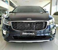 Cần bán Kia Sedona năm sản xuất 2020, màu đen, giá 339tr