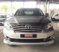 Cần bán lại chiếc Toyota Fortuner 2.7V AT năm 2015, màu bạc, giá thấp
