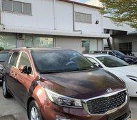 Kia Sedona giảm 40tr tiền mặt + bộ quà tặng trị giá hơn 20tr. Liên hệ mr. Bảo