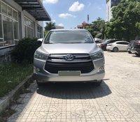 Xe chính chủ bán Toyota Innova E màu bạc, nội thất nâu, xe sản xuất 2017, đăng ký cuối 2017, tên công ty xuất hóa đơn