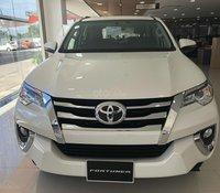 Bán Toyota Fortuner 2.4 số tự động màu trắng ngọc trai khuyến mãi lớn