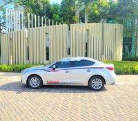 Cần bán Mazda 3 1.5AT sản xuất 2018, màu bạc, giá 590tr