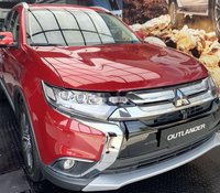 Bán Mitsubishi Outlander CVT 2.4 Premium sản xuất 2019, màu đỏ