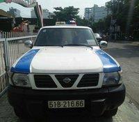 Cần bán xe Nissan Patrol sản xuất 2000, màu trắng, xe nhập, 50 triệu