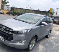 Cần bán lại xe Toyota Innova sản xuất năm 2017 xe gia đình