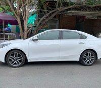 Bán Kia Cerato 2019, màu trắng chính chủ