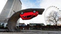 Tháng 5, doanh số bán xe của Nga sụt giảm 38% do áp lực giảm giá đồng rúp