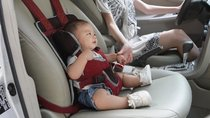 Tầm quan trọng của chốt ngực dây an toàn khi cho trẻ đi ô tô