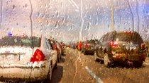 Bí quyết lái xe ô tô an toàn dưới trời mưa lớn