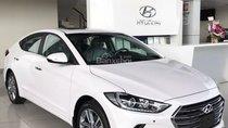 Cần bán Hyundai Elantra 2.0 AT năm sản xuất 2018, màu trắng, giá 670tr