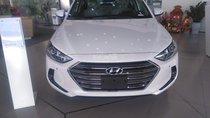 Cần bán Hyundai Elantra 2.0 AT đời 2018 mới, màu trắng, giá bán thương lượng