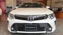 Toyota Nha Trang cần bán xe Toyota Camry 2.5Q 2018, màu trắng, trả góp. Toyota Vạn Ninh