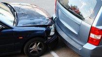 Cần làm gì khi ô tô của bạn gặp tai nạn trong bãi đỗ xe?