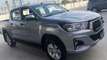 Cần bán Toyota Hilux 2.8 AT (4x4) đời 2018, màu bạc, nhập khẩu, giá 878tr