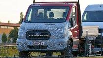 Xe van Ford Transit facelift lộ đầu xe mới