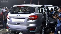 Bán xe Ford Everest 2.0L Titanium AT 4x2 đời 2018, màu bạc, nhập khẩu