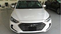 Bán xe Hyundai Elantra 2018, 1.6 số sàn, màu trắng, hỗ trợ vay 90%, giao ngay