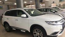 Bán Mitsubishi Outlander, màu trắng, giá cực tốt, giao xe nhanh
