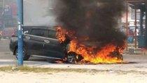 Mitsubishi Xpander bỗng nhiên cháy trơ khung tại Indonesia