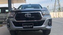 Bán Toyota Hilux 2.4AT (4x2) năm 2018, màu bạc