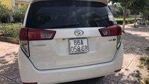 Cần bán xe Toyota Innova E năm sản xuất 2017, màu trắng xe gia đình