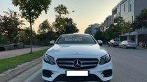 Bán Mercedes Benz E300 AMG màu trắng, sản xuất 2017, đăng ký 08/2017, biển Hà Nội
