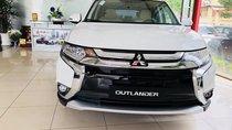 Cần bán Mitsubishi Outlander 2.4 Premium, màu trắng, có xe giao ngay. LH 0938 598 738