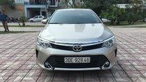 Cần bán Toyota Camry 2.5G năm 2017, màu ghi vàng
